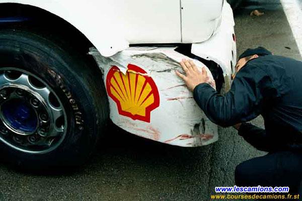 Pare chocs abim? sur le camion de Jean Pierre Stalder - Dijon 2001