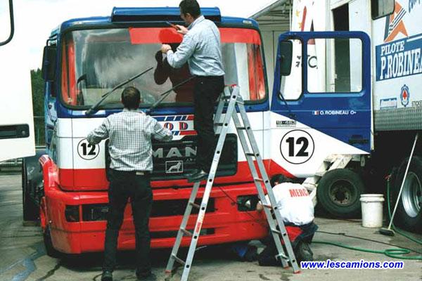 D?coration du camion d'Olivier Robineau tout juste peint - Dijon 2001