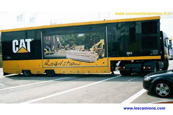 Le camion Road Show de Caterpillar - Dijon 2001