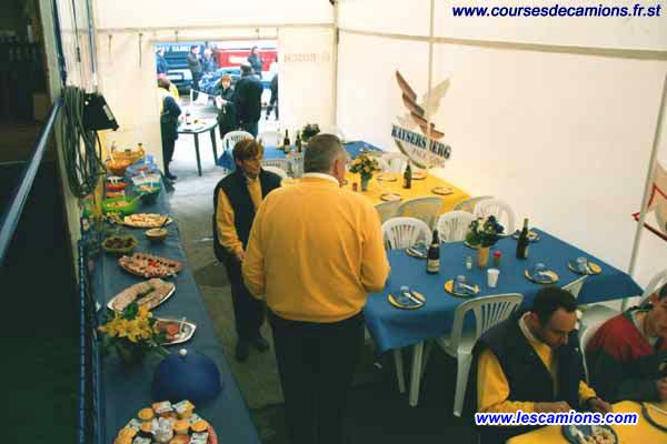 Le stand du team de G?rard Parpillon - Dijon 2001
