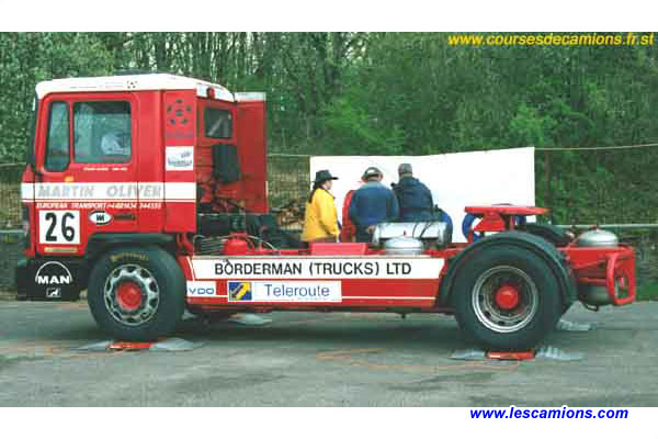 Le camion de Stuart Oliver passe ? la pes?e - Dijon 2001
