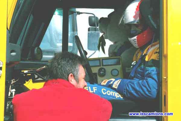 Noel Crozier discute avec Jean-Luc Pailler juste avant le d?part - Dijon 2001