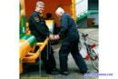 Boije Ovebrink et son m?canicien travaillent - Dijon 2001